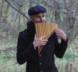 Tobias Stebner PANIVERSUM Panflöte Musik Trauerfeier Beerdigung Trauermusik Panflötenspieler Panflötenmusiker Panflötenspieler Pan Flöte
